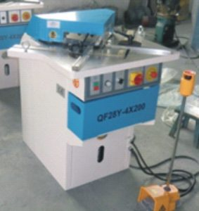Hydraulic fixed Angle corner notcher