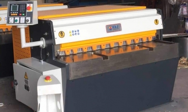 Metal Cutting Guillotine - Mechanical<br>Direct Drive - Vertical Action<br>TECHNA-FAB Model QH11D